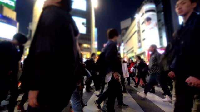 夜の有名な渋谷交差点。 - 商業地域点の映像素材/bロール
