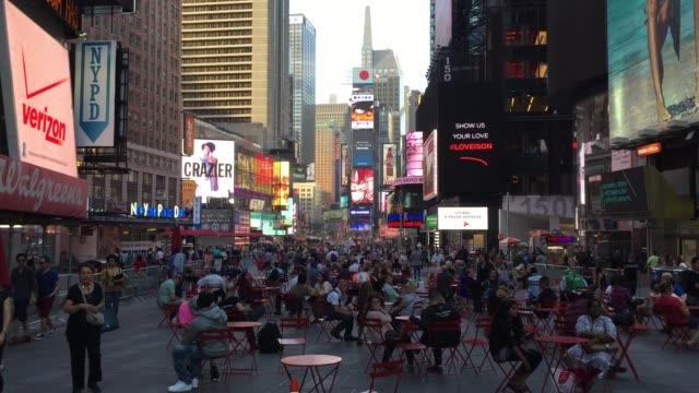 アメリカ・ニューヨークの有名なタイムズスクエア - マンハッタン タイムズスクエア点の映像素材/bロール