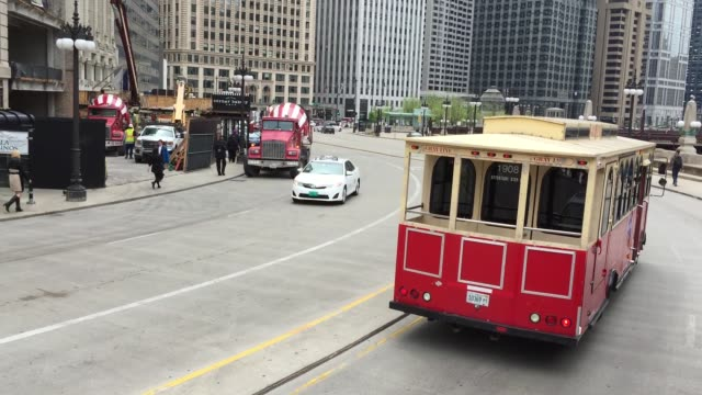 the famous trolley at the w lower wacker dr in chicago illinois, usa. - trolley bus stock videos & royalty-free footage