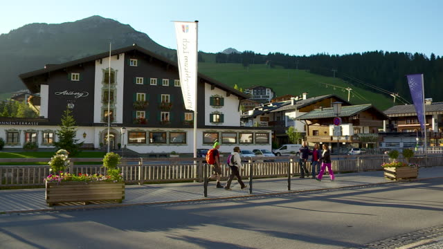 the famous village of lech in austria - stazione sciistica video stock e b–roll