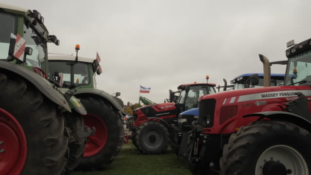 the farmers are protesting against the measures proposed to cut down on nitrogen emissions the location of this protest is the hague and the area... - binnenhof stock videos and b-roll footage