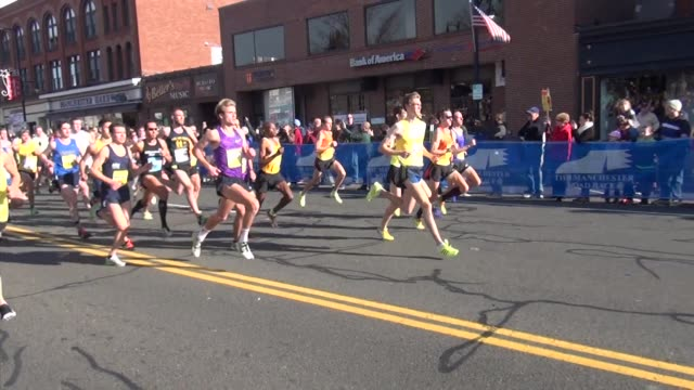 vídeos de stock e filmes b-roll de the fast runners lead the way in the manchester road race 000 to follow. - salmini