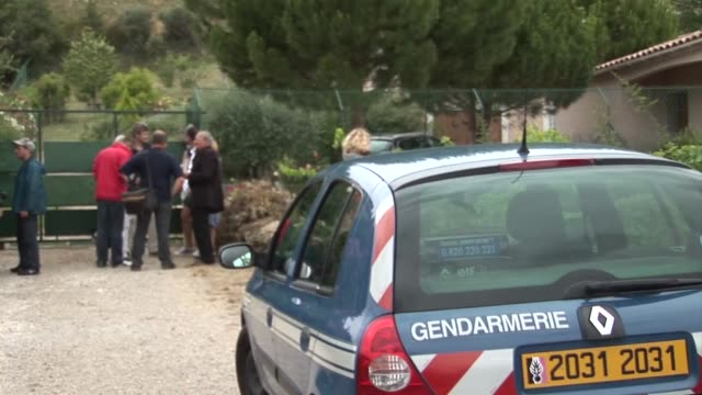 stockvideo's en b-roll-footage met the father of the man suspected of singlehandedly killed 93 people in norway lives in france but has not been seen by journalists camped outside his... - anders behring breivik