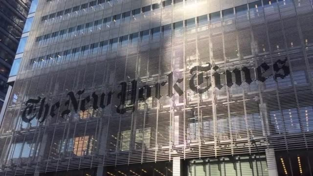 the fbi is investigating russian hackers attempts to hack the ny times new york times panning shot close and wide shots shots of new york times... - ニューヨークタイムズ点の映像素材/bロール