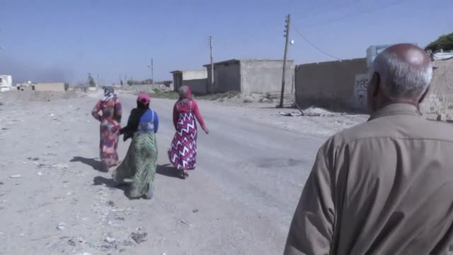 the fight to oust the islamic state jihadist group from its syrian stronghold raqa has displaced thousands of civilians but some have decided to stay... - civilian stock videos & royalty-free footage