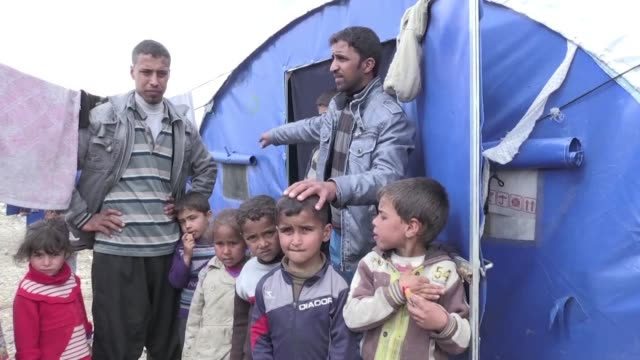 the fighting in west mosul has forced up to 15,000 people to flee their homes every day recently straining humanitarian resources and leaving many in... - charity and relief work stock videos & royalty-free footage