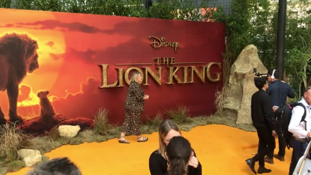 vidéos et rushes de the final preparations take place before the stars of the lion king turn up for the live action remake's london premiere. the film features the... - première