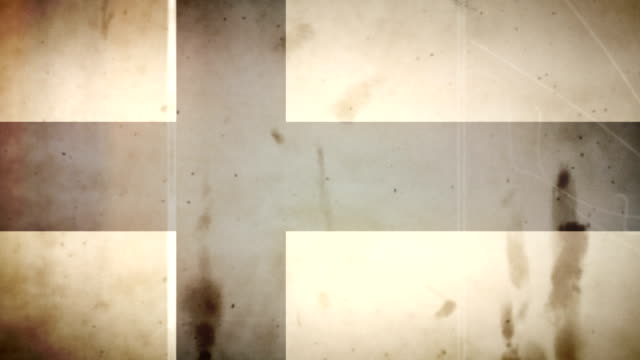 vídeos y material grabado en eventos de stock de la bandera finlandesa-grungy viejo estilo retro de bucle - filtración de luz
