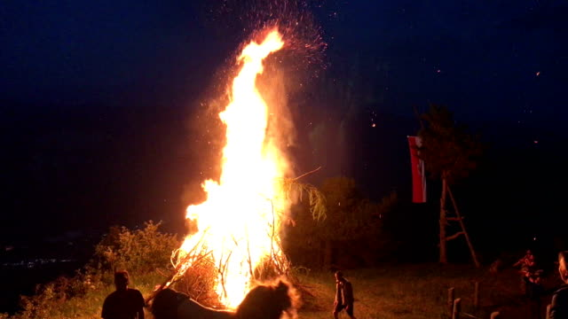 coredo, italy - june 30, 2019: the fires of sacred heart of jesus. - feuer video stock e b–roll