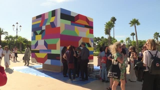 vídeos de stock e filmes b-roll de the first biennale of contemporary art in rabat proposes an archipelago of feminine artist showcasing works of 63 painters filmmakers videographers... - arquiteta