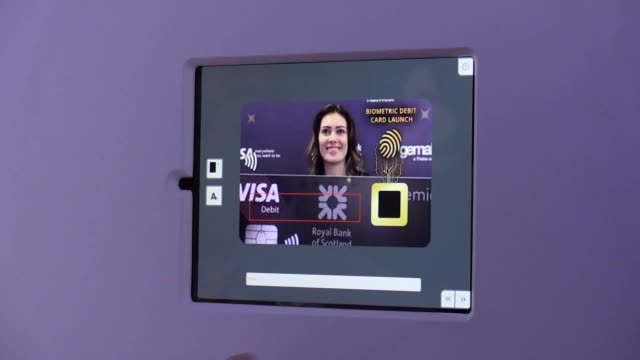 vídeos de stock, filmes e b-roll de the first biometric fingerprint card issued by a uk bank enters circulation selected natwest and rbs customers can now use their fingerprint to... - padrão natural