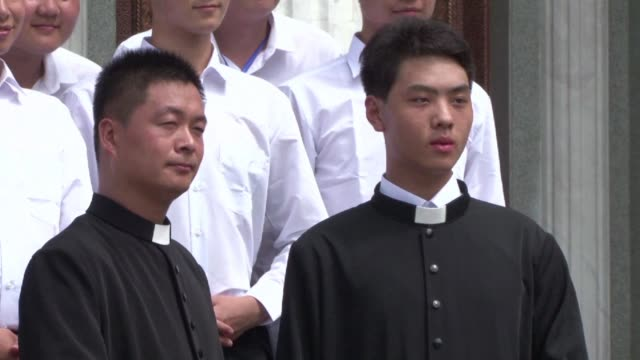 vídeos y material grabado en eventos de stock de the first catholic bishop to be ordained in china for more than three years is consecrated amid a heavy police presence - cristianismo