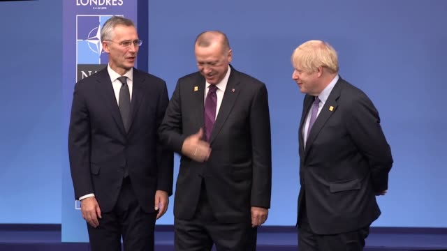 the first clips show prime minister boris johnson greeting the presidents of france and turkey amid tensions between the two members the other clips... - 見せる点の映像素材/bロール