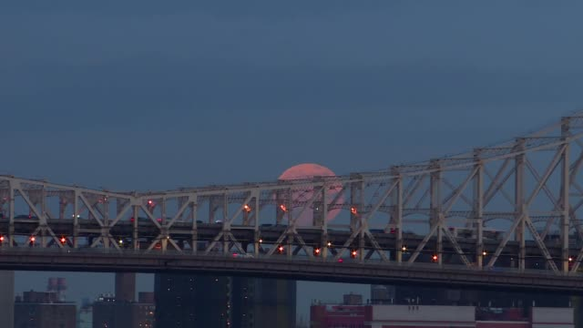 the first full moon of the year rises on the queensboro bridge on january 10 in new york united states - クイーンズボロ橋点の映像素材/bロール