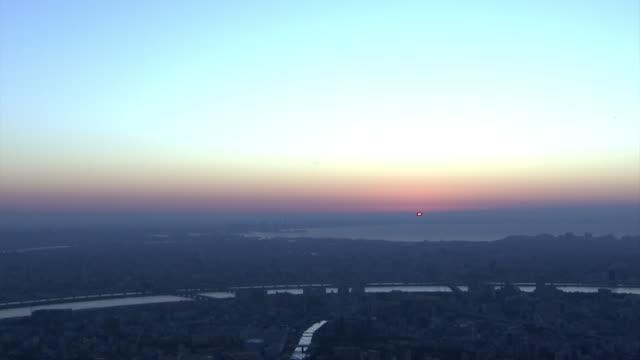 the first sunrise of the year, tokyo, japan - 正月点の映像素材/bロール