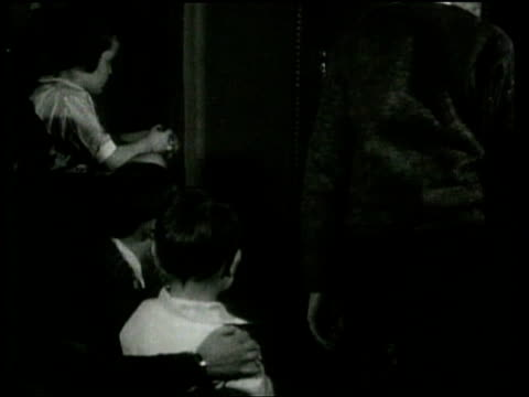 vidéos et rushes de the first vaudeville show airs on television in chicago - illusion
