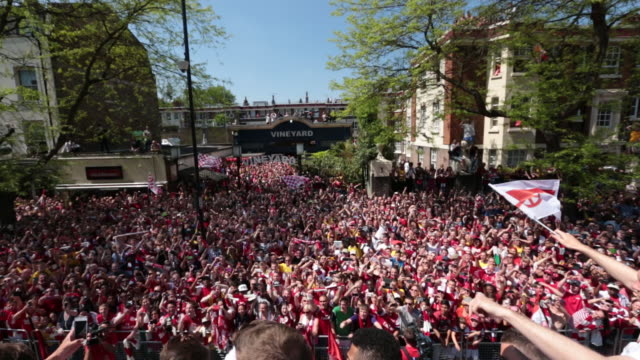 stockvideo's en b-roll-footage met the firstteam squad are take part in an opentop bus tour of islington following their dramatic fa cup final victory against hull city - fa cup
