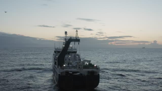 stockvideo's en b-roll-footage met de visserij is booming - vissersboot