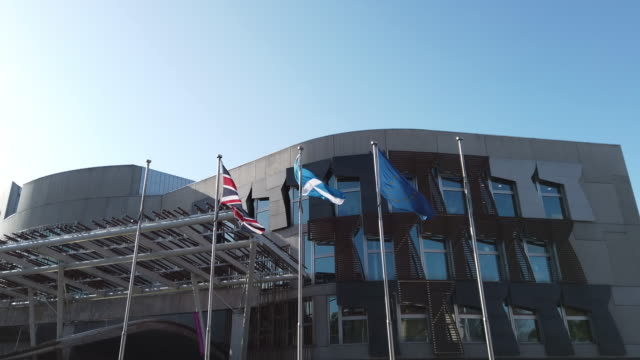 vidéos et rushes de the flag of the european union, the scottish saltire, and the union flag, fly outside the scottish parliament, on october 8, 2019 in edinburgh,... - écosse