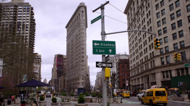 the flatiron building in manhattan - flatiron building manhattan stock videos and b-roll footage