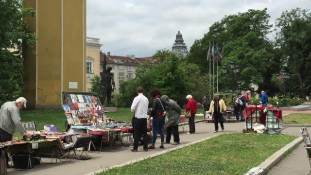 vídeos de stock e filmes b-roll de the flea market in downtown sofia, bulgaria - eastern european culture