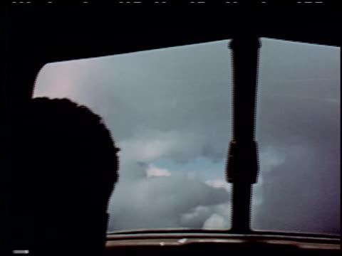 the flight decision - 11 of 14 - andere clips dieser aufnahmen anzeigen 2276 stock-videos und b-roll-filmmaterial