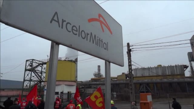 The Florange still furnaces in Frances eastern Lorraine region are under threat after a report that owner ArcelorMittal plans to shut them down...