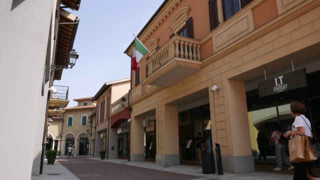 vídeos de stock, filmes e b-roll de the florentia village a replica of italian town located in wuqing an outskirt station between beijing and tianjin is a luxury and fashion outlet mall... - produto interno bruto