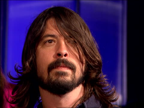 the foo fighters walking and posing on the 2007 mtv video music awards red carpet. - 2007 stock videos & royalty-free footage