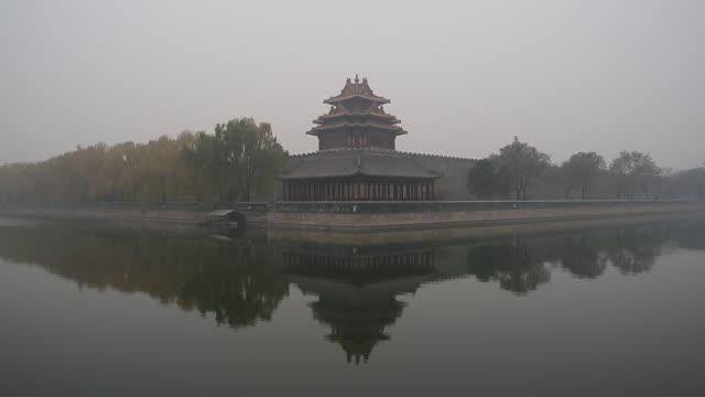 the forbidden city is covered by heavy smog on nov 29 2014 - vallgrav bildbanksvideor och videomaterial från bakom kulisserna