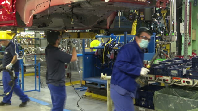 the ford spain factory has resumed its productive activity twith the application of safety and hygiene measures among the more than 4,000 employees... - ford motor company stock videos & royalty-free footage