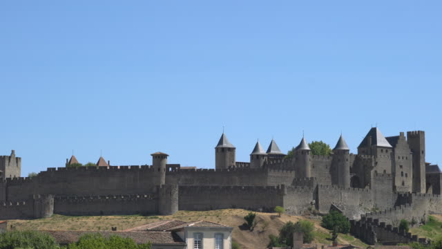 vídeos de stock, filmes e b-roll de the fortified city of carcassonne - carcassonne