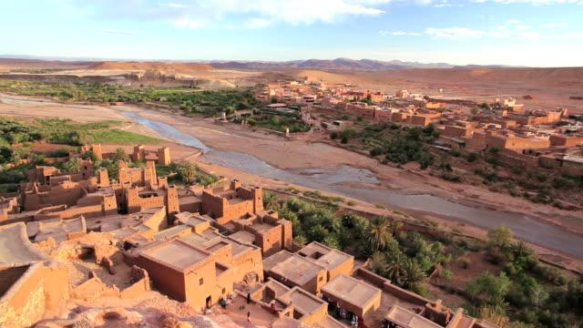vídeos y material grabado en eventos de stock de the fortified town of aitâ benhaddou, nr quarzazate, high atlas mountains, morocco, africa - oasis desierto