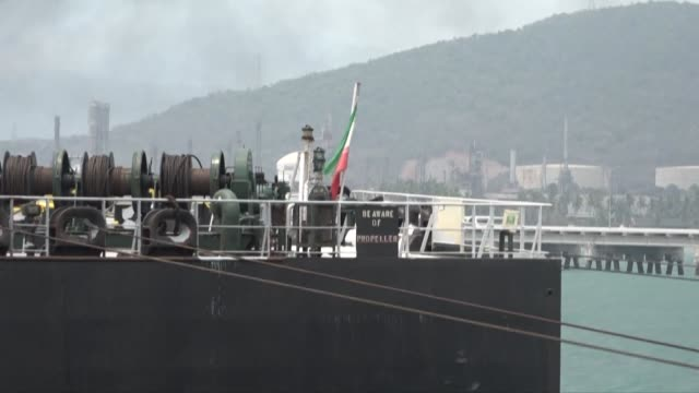 the fortune, the first of five iranian tankers carrying much-needed gasoline and oil derivatives, docks in venezuela - combustibile fossile video stock e b–roll