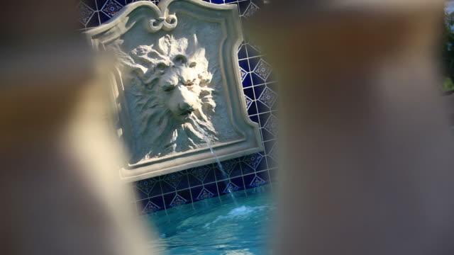 stockvideo's en b-roll-footage met the fountain - buitenbad