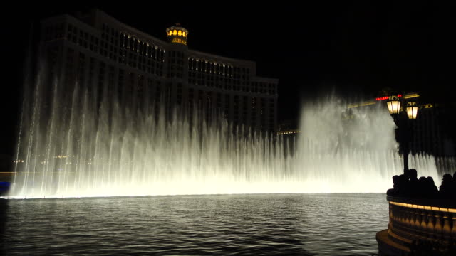 the fountains of bellagio at night - fountain stock videos & royalty-free footage