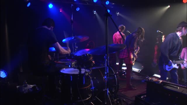 the fourpiece band broncho brought their roughneck poppunk sound to the jbtv stage with their song 'it's on' - evento in diretta video stock e b–roll