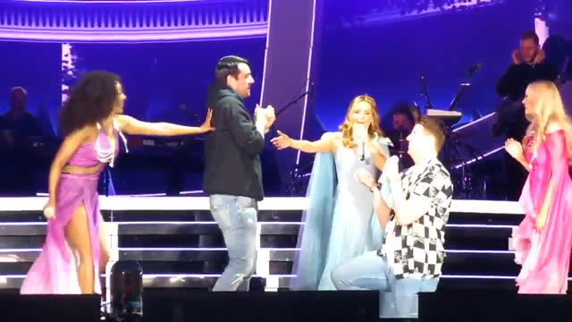 the fourth date in the spice girls 2019 reunion tour became even more special than fans had expected on may 31, when they witnessed a couple get... - https stock-videos und b-roll-filmmaterial