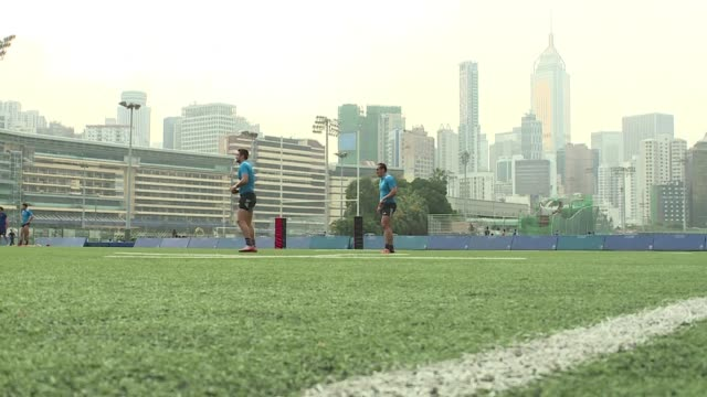 The France Sevens team trains ahead of the Hong Kong tournament this weekend during which it will face the All Blacks Samoa and Kenya