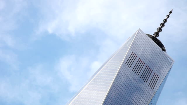 the freedom tower in ny downtown district - one world trade center stock videos & royalty-free footage