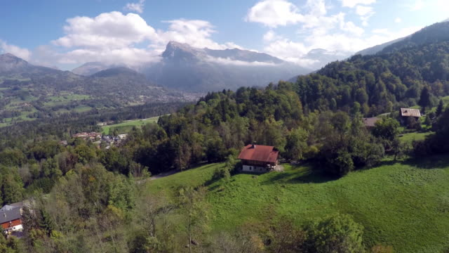 vidéos et rushes de the french alps - chalet