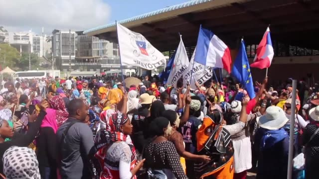 vídeos y material grabado en eventos de stock de the french government attempted monday to end weeks of unrest on the french indian ocean island of mayotte with a visiting minister promising action... - territorios franceses de ultramar