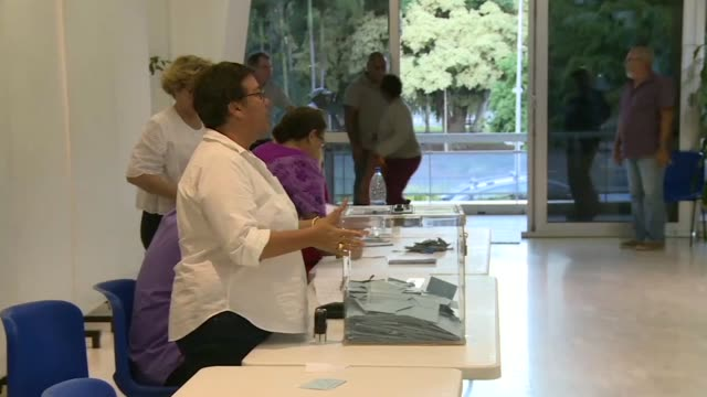 vídeos y material grabado en eventos de stock de the french pacific islands of new caledonia vote on whether to become an independent nation in a closely watched test of support for france in one of... - territorios franceses de ultramar