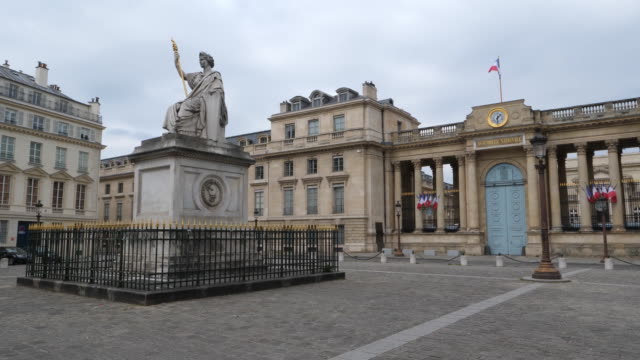 the french parliament square empty during the coronavirus pandemic in paris, france. - healthcare and medicine or illness or food and drink or fitness or exercise or wellbeing stock videos & royalty-free footage