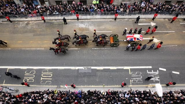 the funeral cortege carrying the body of former british prime minister margaret thatcher passes along fleet street on april 17 2013 in london england... - prime minister of the united kingdom stock videos and b-roll footage