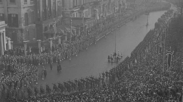 the funeral procession for king george v winds around hyde park corner in london, england. - military parade stock videos & royalty-free footage