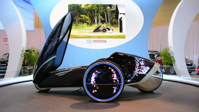 the futuristic view of toyota includes an augmented reality windshield display. other features of the fv2: the driver's body shifting left to right... - konzeptauto stock-videos und b-roll-filmmaterial
