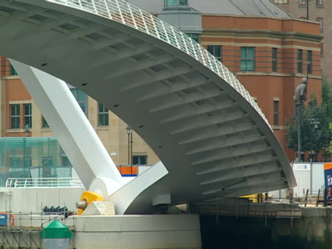 the gateshead millennium bridge arches over the river tyne. - tyne and wear stock videos & royalty-free footage