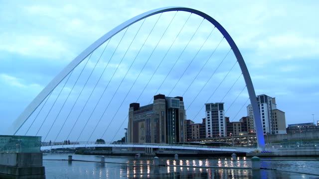 the gateshead millennium bridge illuminated in dusk, newcastle upon tyne - newcastle upon tyne stock videos & royalty-free footage