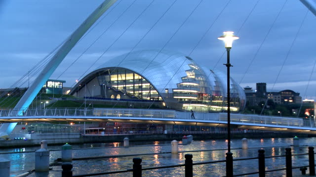the gateshead millennium bridge illuminated in dusk, newcastle upon tyne - gateshead stock videos and b-roll footage